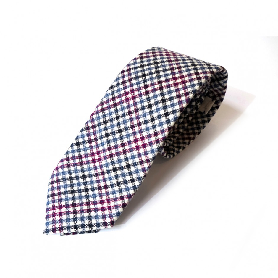 Bordered checked tie