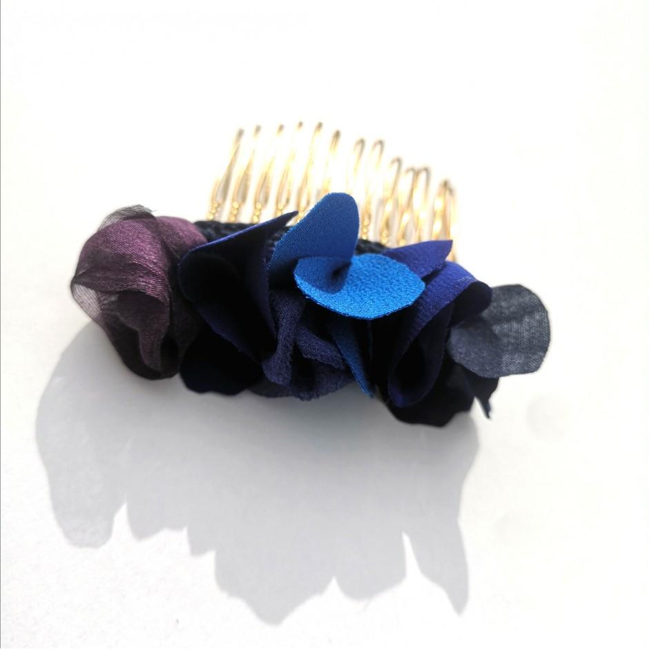Blue comb S Manuela